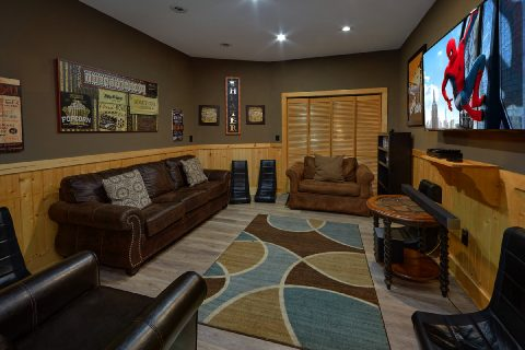 Beautiful 6 Bedroom with Theater Room Sleeps 26 - Quiet Oak