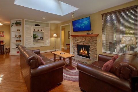 3 Bedroom Cabin in Downtown Gatlinburg Sleeps 8 - Quiet Time
