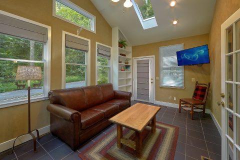 Smoky Mountain 3 Bedroom Cabin Sleeps 8 - Quiet Time