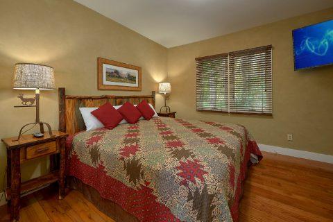 King Bedroom with Flatscreen TV Sleeps 8 - Quiet Time