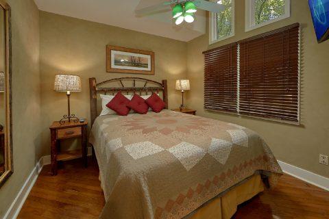 Queen Bedroom with Flatscreen TV & WiFi - Quiet Time
