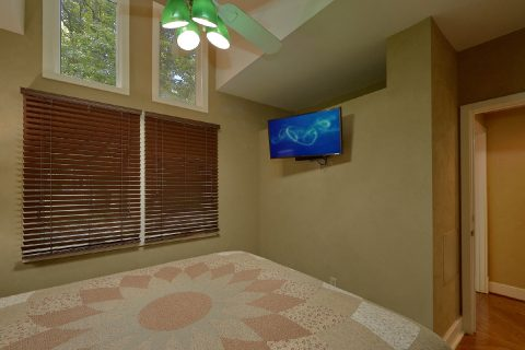Spacious 3 Bedroom Cabin in Gatlinburg - Quiet Time