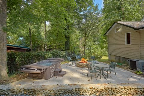 3 Bedroom Cabin in Gatlinburg with Fire Pit - Quiet Time