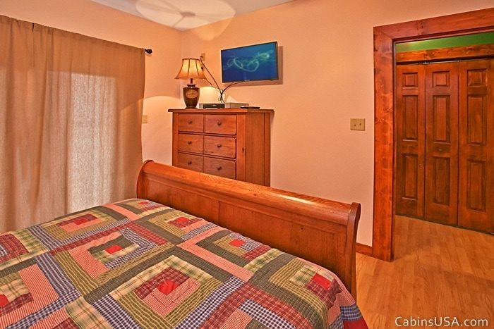 Queen Bedroom with Fat Screen TV - R & R