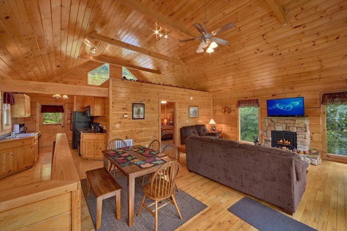 Premium Cabin with Sleeper Sofa and Fireplace - Radiant Ridge
