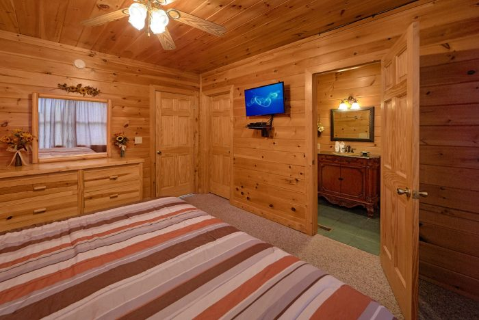 King Bedroom with Private Bathroom on main level - Radiant Ridge