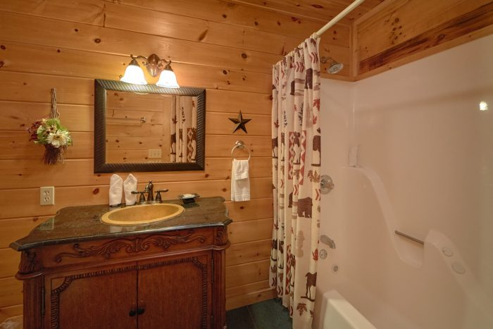 Cabin with King Master bedroom and bath - Radiant Ridge