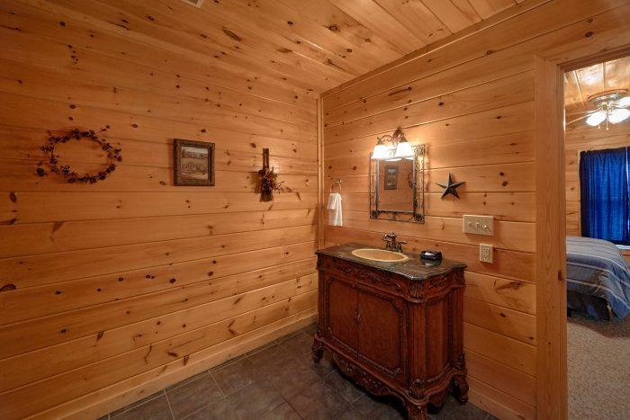 Queen bedroom with Private bathroom in 2 bedroom - Radiant Ridge