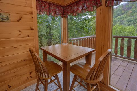 2 Bedroom Cabin with Resort Pool access - Radiant Ridge