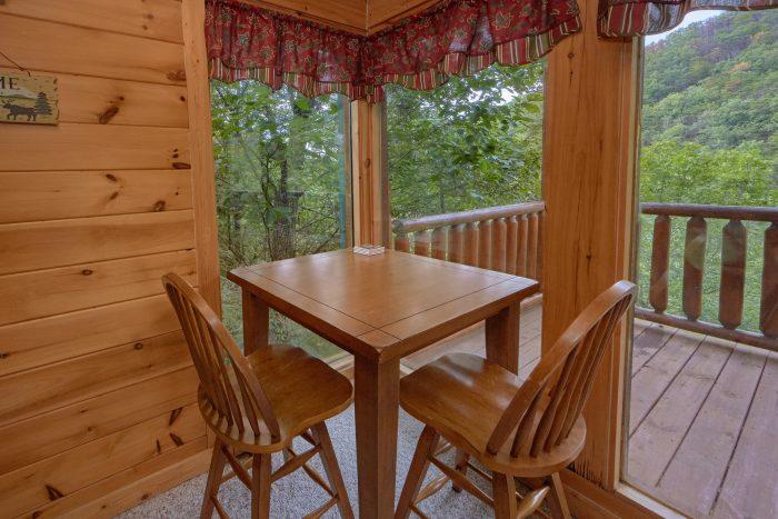 2 Bedroom Cabin with Resort Pool access - Radiant Ridge