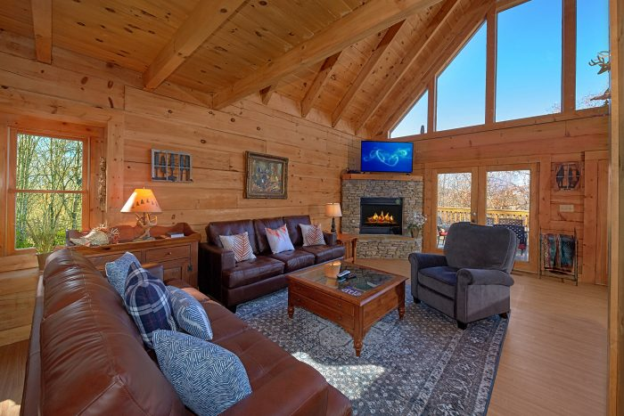 Spacious Living Room Gatlinburg Cabin - Rare Breed