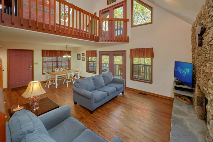Pigeon Forge 2 Bedroom Cabin with HDTV - Rays Inn