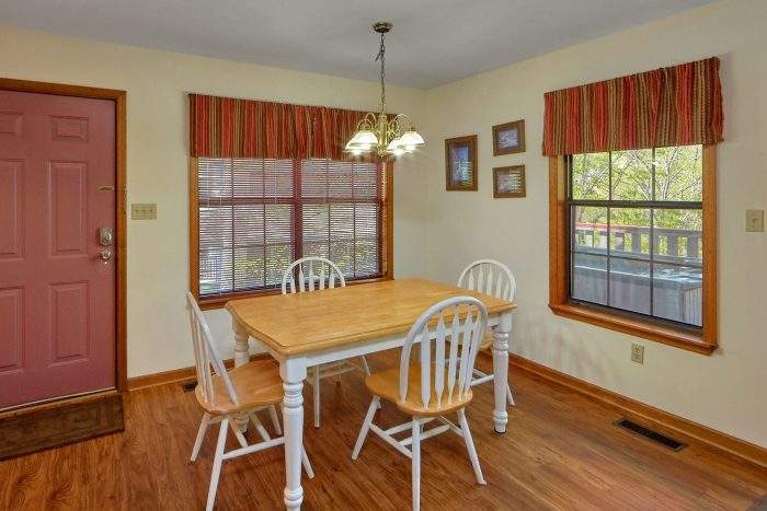 Smoky Mountain 2 Bedroom Cabin with Dining Area - Rays Inn