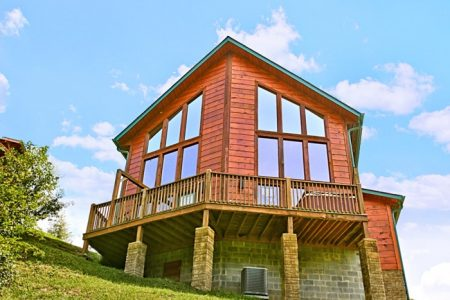 Nice N Knotty: 2 Bedroom Sevierville Cabin Rental