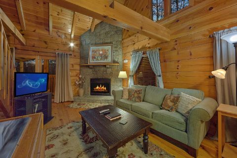 Cozy 1 Bedroom Honeymoon Cabin Sleeps 2 - Restin Easy