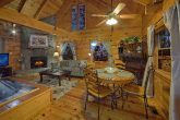 Cozy 1 Bedroom Honeymoon Cabin Sleeps 2