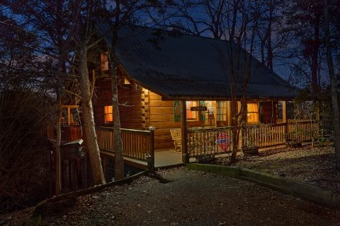 1 Bedroom 2 Story Cabin Sleeps 2 - Restin Easy