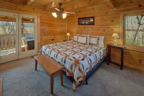King Bedroom with Flatscreen TV Sleeps 5 - Rippling River