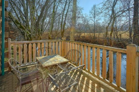 Smoky Mountain 2 Bedroom Cabin on the River - Rippling River