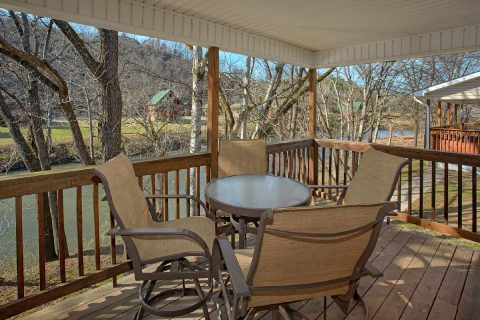 2 Bedroom Cabin with River Views - Rippling Waters