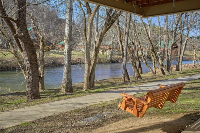 2 Bedroom Cabin on the River Pigeon Forge - Rippling Waters