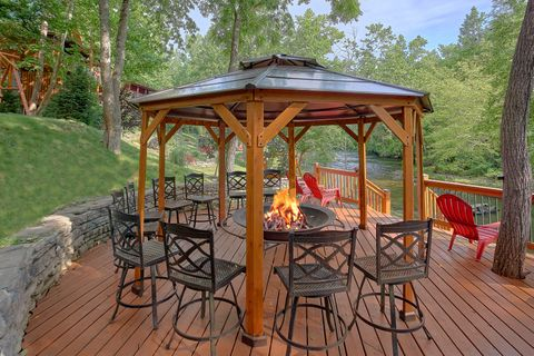 6 bedroom cabin on the river with Fire Pit - River Adventure Lodge