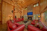 6 Bedroom cabin with Floor to ceiling Fireplace