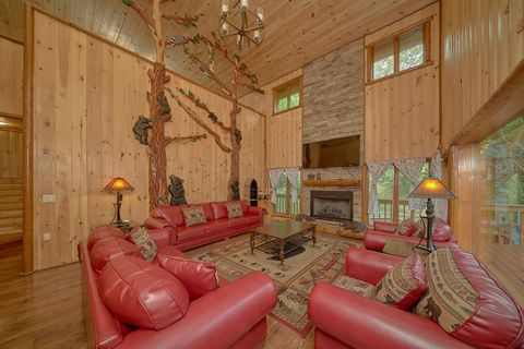 6 Bedroom cabin with Floor to ceiling Fireplace - River Adventure Lodge