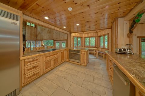 Luxurious Kitchen in cabin on the river - River Adventure Lodge