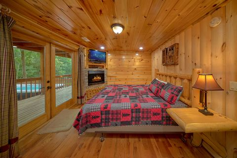 Luxury cabin on the river with Master King Suite - River Adventure Lodge