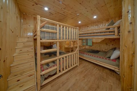 Cabin on the river with Queen bunk bedrooms - River Adventure Lodge