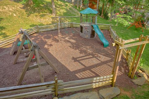 6 Bedroom Cabin Sleeps 20 with Outdoor Games - River Adventure Lodge