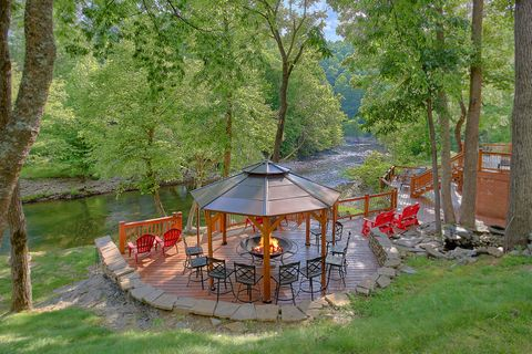 Luxury Cabin on the river with Large Fire Pit - River Adventure Lodge