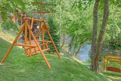 River Adventure Lodge 6 Bedroom Cabin Sleeps 20 - River Adventure Lodge