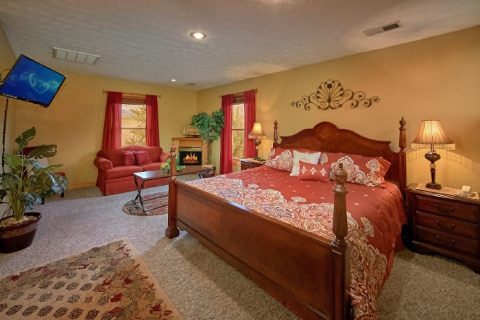 Luxury Cabin with Master Suite and Fireplace - River Breeze