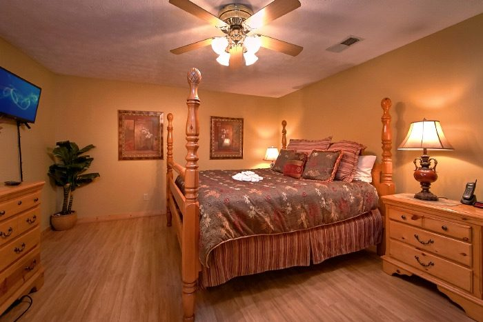 Luxury Cabin with 3 King Suites and 3 Baths - River Breeze