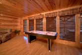 Luxury 3 Bedroom cabin with Air Hockey Game