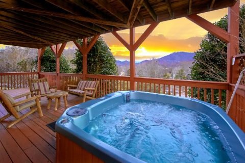 Premium Cabin rental with Hot Tub and River View - River Breeze