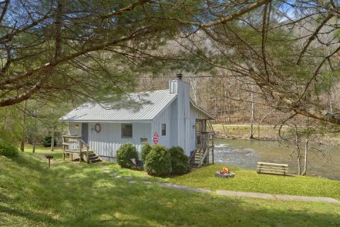 Featured Property Photo - River Cabin