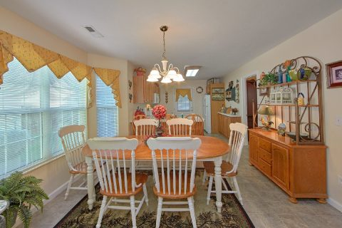 Spacious Dining Room in 4 Bedroom Cabin - River Chase