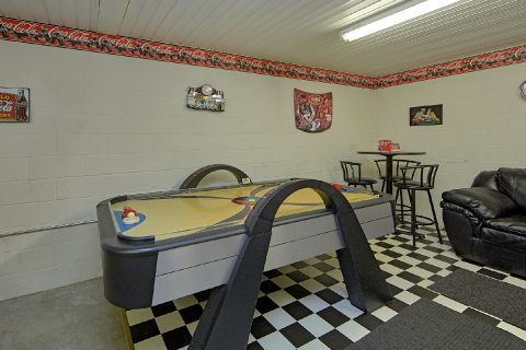 Cabin with Air Hockey Game, Pool Table and Darts - River Chase