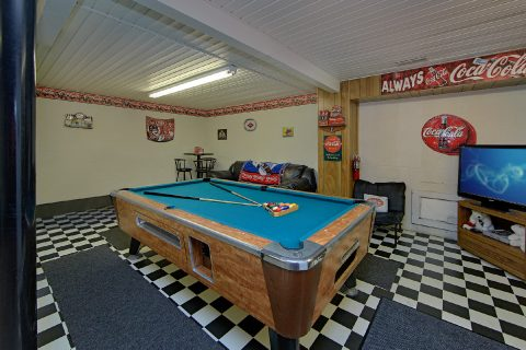 4 Bedroom Cabin with Game Room and Garage - River Chase
