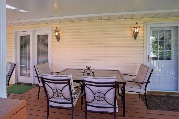 4 Bedroom Rental with Deck Furniture - River Chase