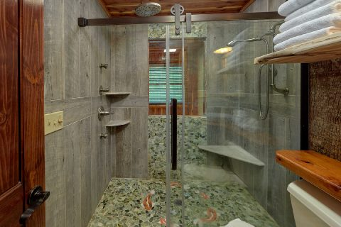 Luxurious shower in Master Bath at cabin - River Edge