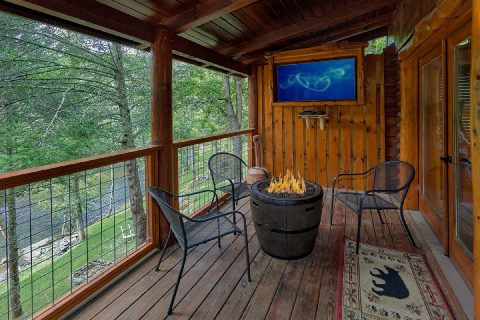 2 bedroom cabin with FIre Pit and outdoor TV - River Edge
