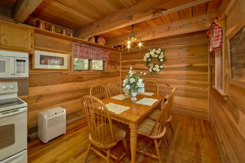 Rustic Cabin with Dining Room - River House
