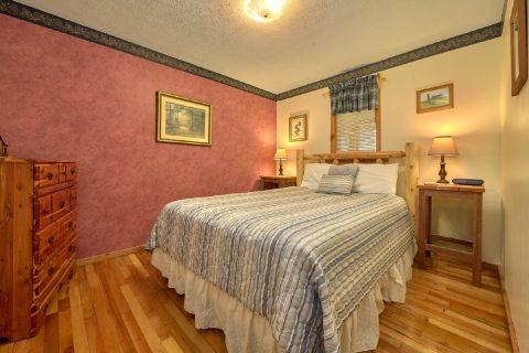 2 Bedroom Cabin with Queen Bed Sleeps 4 - River House