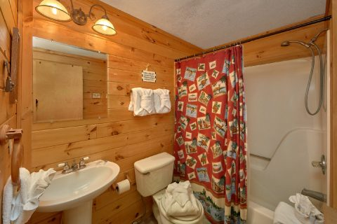 2 Bedroom Cabin with Main Level Bathroom - River House