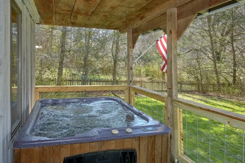 2 Bedroom Cabin with Hot Tub and View of River - River House