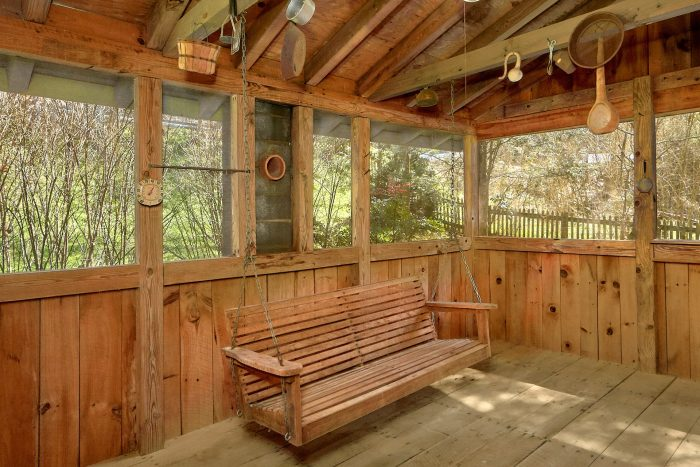 Rustic 2 Bedroom Cabin with Screened in Porch - River House